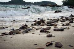 有石头的海 免版税库存照片