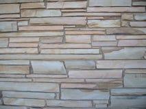 有石头的短而坚实的石墙不同的大小5 免版税库存图片