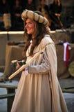 有石弓的中世纪女孩 免版税库存照片