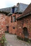 有石房子的一个胡同Collonges la胭脂的,法国 免版税库存图片