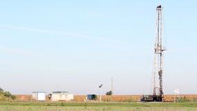 有石油钻井船具的油田 股票录像