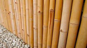 有石头透视的竹篱芭 免版税库存照片