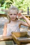 有矿块的女孩 免版税库存照片