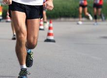 有矿物的马拉松运动员在您的手上 免版税库存照片