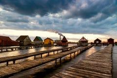 有码头的Sunset湖Bokod 免版税图库摄影