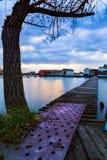 有码头的Sunset湖Bokod 库存图片