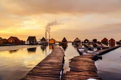 有码头的Sunset湖Bokod 免版税库存照片