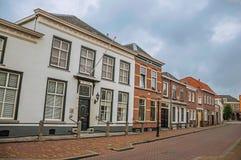 有砖房子的街道在多云天在海特勒伊登贝赫村庄  库存照片