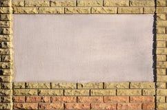 有砖框架的混凝土墙 库存照片