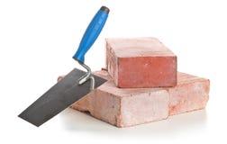 有砖的修平刀-家庭建筑或整修概念 免版税库存照片