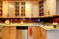有砖的明亮的厨房室设计了墙壁 库存图片