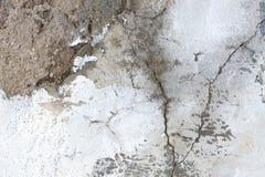 有破裂的结构背景纹理的老白色难看的东西膏药墙壁 库存图片