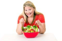有碗的节食的少妇新鲜的沙拉 免版税库存照片