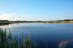 有碘和矿物的治疗湖在狂放的干草原中间 免版税图库摄影