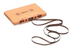 有磁带的橙色卡型盒式录音机被隔绝在w 免版税库存图片