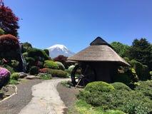 有磨房的富士山 库存图片