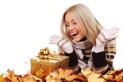 有礼品的妇女 免版税库存图片