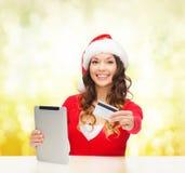 有礼物、片剂个人计算机和信用卡的妇女 库存图片