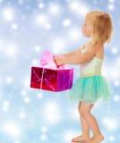 有礼物的小芭蕾舞女演员 库存照片
