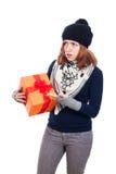 有礼物的恼怒的妇女 免版税库存图片