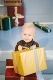 有礼物的愉快的男孩在手上 库存照片