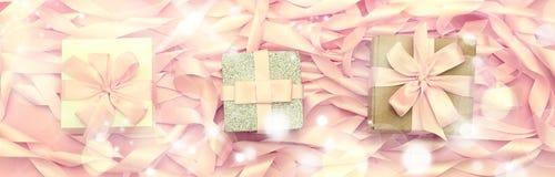 有礼物的横幅三箱子在桃红色颜色装饰缎丝带的革命的背景  免版税图库摄影