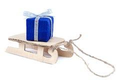 有礼物的爬犁在白色背景 免版税库存图片
