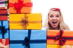 有礼物的震惊妇女 免版税图库摄影