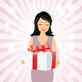 有礼物盒的微笑的女孩 免版税库存图片