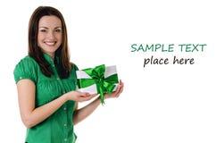 有礼物盒的微笑的妇女 库存照片