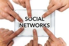 有社会网络和指向手指的片剂 免版税库存图片