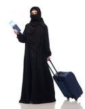 有票的回教妇女,护照和旅行请求 免版税库存图片