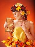 有秋天发型的女孩和组成。 图库摄影