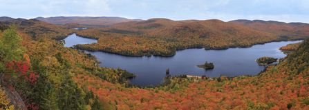 有秋天颜色的Mont Tremblant国家公园 免版税库存图片