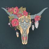 有种族装饰品的装饰印地安公牛头骨 免版税库存图片