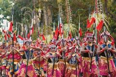 有种族装饰的儿童inBalinese服装在巴厘岛的游行 库存照片