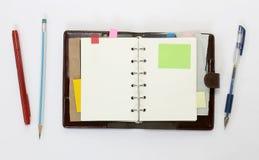 有稠粘的笔记的笔记本 免版税库存图片