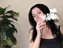 有空白兰花的女孩 图库摄影