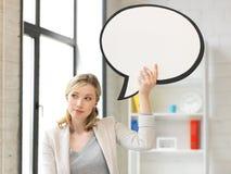 有空白的文本泡影的想法的女实业家 库存图片