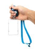 有空白的ID卡片/徽章的手与被隔绝的蓝色传送带 免版税图库摄影