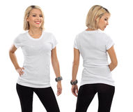 有空白空白衬衣的白肤金发的妇女 图库摄影
