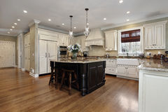 有空白细木家具的厨房 库存图片