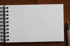 有空的地方的被回收的纸笔记本您的文本的 免版税库存照片