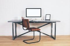 有空的屏幕的设计师书桌 图库摄影