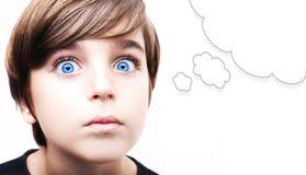 有空的想法泡影的体贴的年轻男孩 库存图片