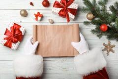 有空的愿望的在桌上,顶视图圣诞老人 庆祝庆祝圣诞节女儿帽子母亲圣诞老人佩带 库存图片