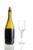 有空的玻璃的红葡萄酒瓶 免版税图库摄影