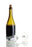 有空的玻璃的红葡萄酒瓶 库存照片