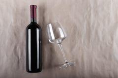 有空的玻璃的闭合的酒瓶 免版税库存照片