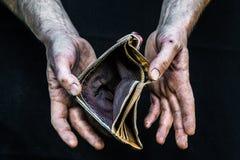有空的钱包的手无家可归者贫困者在现代资本主义社会 免版税图库摄影